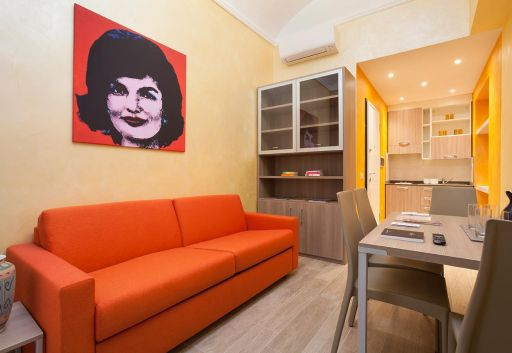 Jackie's in Rome Apartments